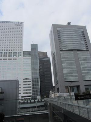 タイムズスクエア サザンタワーとを結ぶ跨線橋デッキ  タイムズスクエア サザンタワーとを結ぶ跨線