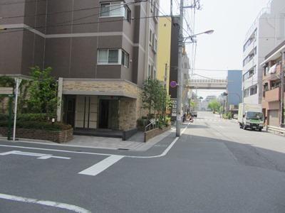 自転車の 津田沼 自転車置き場 : 信号付き交差点手前の交差点で ...