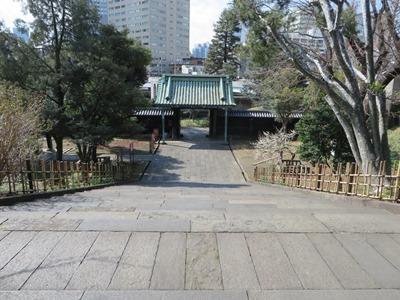 本郷通り 湯島聖堂(旧 昌平黌) 杏壇門から見... 本郷通り 湯島聖堂(旧 昌平黌) 杏壇門か